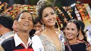 Tân Hoa hậu Hoàn vũ Việt Nam 2017 nghẹn ngào hạnh phúc  trong vòng tay bố mẹ