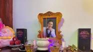 Khán giả bật khóc khi thấy đồ vật Hoài Linh để trên bàn thờ lập riêng tưởng nhớ Chí Tài