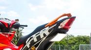Gắn biển số đút gầm trên môtô, xe máy có sai luật?