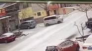 Pha đỗ xe gọn không tưởng trên dốc trơn