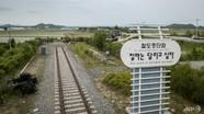 Anh thông qua luật Brexit; Hàn - Triều ký thỏa thuận đường sắt