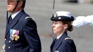 11 tài xế taxi bị bắn chết sau khi dự đám tang; Pháp có nữ sỹ quan tầu ngầm đầu tiên