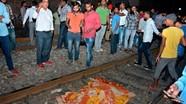 Tàu đâm vào đám đông ở Ấn Độ, 59 người chết