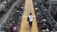 Hà Lan chi tiền cho người dân đi xe đạp; Mỹ tiếp tục rút quân khỏi Afghanistan