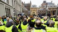 """Biểu tình """"Áo vàng"""" kêu gọi Hà Lan rời khỏi EU; Nội bộ Philippines lủng củng vì biển Đông"""