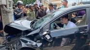 Thanh niên gây tai nạn liên hoàn, vẫn ngồi trên xe nhảy múa