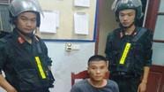 Hai thanh niên quăng súng, lao thẳng xe vào cảnh sát