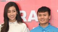 Quang Hải U23 bị đồng đội trêu vì thấp hơn Hoa hậu Mỹ Linh
