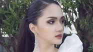 Hương Giang tỏa sáng với style trang điểm đậm sau đăng quang Hoa hậu