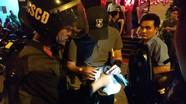 Ma túy vung vãi khắp nơi khi công an đột kích quán bar lúc 1h sáng,
