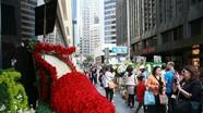 Fan xếp hàng tại khách sạn Trương Quốc Vinh nhảy lầu để thắp hương tưởng nhớ