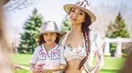 Bà mẹ gốc Việt nổi tiếng nhờ những bức ảnh chụp cùng con gái