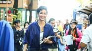 Hoa hậu H'Hen Niê ra phố bán sách gây quỹ từ thiện
