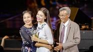 Bố mẹ Phạm Phương Thảo không giấu nổi cảm xúc liveshow gợi nhớ về xứ Nghệ
