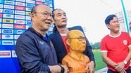 HLV Park Hang-seo nhận món quà bất ngờ trước trận Thái Lan