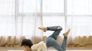 Cậu bé tự kỷ trở nên linh hoạt và kiếm được hàng trăm triệu nhờ yoga