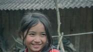 """Nụ cười của bé gái người Mông làm """"đốn tim"""" dân mạng"""