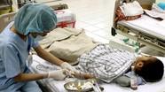 Hai bé 4 tuổi bị sốc thuốc do chơi trò đóng giả bác sỹ-bệnh nhân