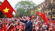 Nhiều trường đầu tư màn hình LED cỡ lớn cho sinh viên cổ vũ Olympic Việt Nam