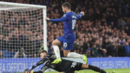 """Ngoại hạng Anh: M.U """"cảnh báo"""" tốp 4; Cú sảy chân của Chelsea"""