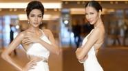 H'Hen Niê, Hoàng Thùy đọ vẻ gợi cảm với váy cắt trước xẻ sau