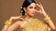 H'Hen Niê đội tóc giả chụp ảnh với trang phục của chủ nhà Thái Lan