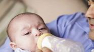 Cách phòng tránh sặc sữa ở trẻ