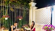 """Mê mẩn """"ngôi nhà hoa hồng"""" lãng mạn của vợ chồng Thủy Tiên - Công Vinh"""