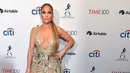 Ở tuổi 48, Jennifer Lopez vẫn đẹp quyến rũ với đầm cắt xẻ táo bạo