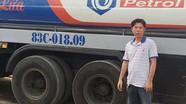 Cảnh sát phá cửa kho, vây bắt nhóm rút ruột xăng dầu ngày cận Tết