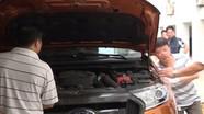 Cảnh sát bao vây xe bán tải của 2 đối tượng chở 329 bánh heroin
