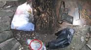 Phóng viên nhặt được khẩu súng ngắn cùng 6 viên đạn