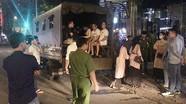 Cảnh sát đột kích nhà hàng, tạm giữ hơn 70 người, thu nhiều gói nghi ma túy