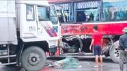 Nghệ An: Xe chở học sinh tiểu học dã ngoại va chạm xe tải, 3 em nhỏ bị thương