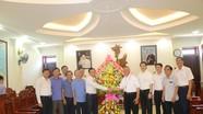 Lãnh đạo tỉnh chúc mừng Tòa Giám mục Giáo phận Vinh nhân Lễ Quan Thầy