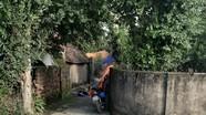 Nghệ An: Mẹ tử vong trong tư thế treo cổ, con gái nằm bất động trước sân nhà