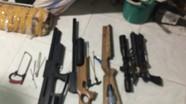 Bắt 2 nam thanh niên thuê nhà tự sản xuất súng