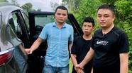 Tên cướp vứt xe máy khi bị hàng chục cảnh sát truy đuổi