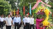 Phó Chủ tịch Quốc hội Uông Chu Lưu dâng hoa, dâng hương tại Khu di tích Kim Liên