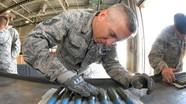 F-35A hủy diệt mục tiêu mặt đất bằng siêu pháo 25mm