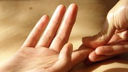 7 dấu hiệu bất thường trên bàn tay cảnh báo bệnh nguy hiểm