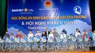 Tổng Công ty Bảo Việt Nhân Thọ Việt Nam: Trao 30 xe đạp và ba lô cho học sinh nghèo
