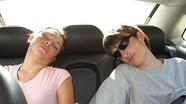Ngủ trong ô tô sao cho an toàn