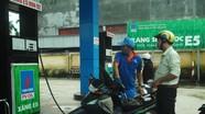 Người mua xăng A95 đang bù giá cho xăng E5