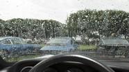 Mẹo xử lý mờ kính, nhòe gương khi lái xe ô tô trời mưa