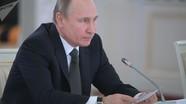 """""""Viết như gà bới"""": Ông Putin tự trào lộng về nét chữ của mình"""