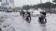"""Cách xử lý nhanh xe máy bị """"chết"""" khi qua đường ngập nước"""
