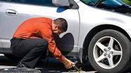 Cách xử lý khi ô tô bị xịt lốp trên đường