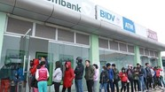 Cám cảnh chờ rút tiền ATM, đã có ngân hàng nào bị phạt?