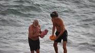 Sản phụ sinh con dưới biển